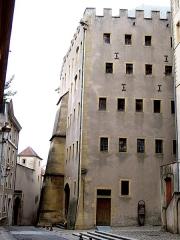 Ancien grenier connu sous le nom de Grange de Chèvremont - Français:   Façade rue de Chèvremont. Période de construction fin 15e siècle et 2eme quart 16e siècle