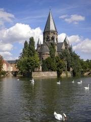 Temple protestant - Photographie du temple neuf protestant (XXe s), à Metz (Moselle).