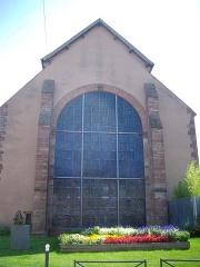 Chapelle des Franciscains  ou des Cordeliers - Français:   Façade de la chapelle des Cordeliers de Sarrebourg (Moselle, France), vue depuis la rue Napoléon. Le vitrail occupant l\'espace central est de Marc Chagall.