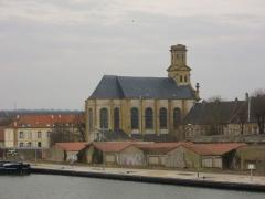 Eglise Saint-Simon et Saint-Jude - Français:   Église Saint-Simon de Metz (Moselle, France), vue depuis le pont du canal