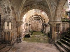 Eglise Saint-Maurice - Français:   Vue des restes du cloître, côté sud de la Basilique Saint-Maurice.