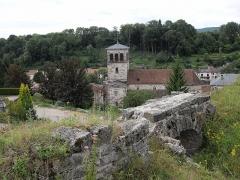 Eglise - Français:   L\'église Saint-Mansuy à Fontenoy-le-Château et des ruines du château