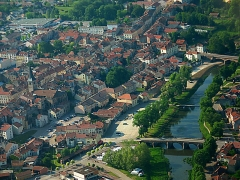 Eglise -  Vue aérienne sur la partie bourg de Mirecourt avec la rivière Madon qui coule sur la ville basse.