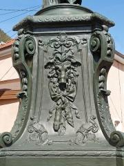 Onze fontaines - Français:   Raon-l\'Etape (Vosges): Fontaine de l\'Automne, située sur la place de la Résistance. C\'est l\'une des 11 fontaines de Raon-l\'Etape exécutées entre 1860 et 1864 sur des modèles de Jean-Jacques Ducel, et classées MH