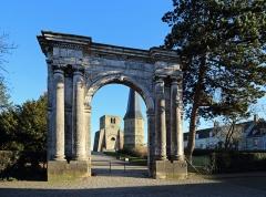 Ancienne abbaye Saint-Winoc - Nederlands: Sint-Winoksbergen (département du Nord, Frankrijk): de toegangspoort (