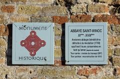 Ancienne abbaye Saint-Winoc - Nederlands: Sint-Winoksbergen (département du Nord, Frankrijk): vieringtoren van de voormalige abdijkerk, ook wel Tour Carrée genaamd - detail