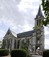 Eglise Saint-Pierre - This building is classé au titre des Monuments Historiques. It is indexed in the Base Mérimée, a database of architectural heritage maintained by the French Ministry of Culture,under the reference PA00107387 .