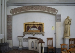 Eglise Saint-Pierre - La tombe de Saint Fulgence, reproduction de la statue Ste Cécile de Stefano Maderno dans l'église Saint-Pierre, à Bouvines, Nord, France