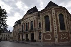 Ancien hôpital Saint-Julien, théâtre puis école de musique - This building is inscrit au titre des monuments historiques de la France. It is indexed in the base Mérimée, a database of architectural heritage maintained by the French Ministry of Culture,under the reference PA00107403 .