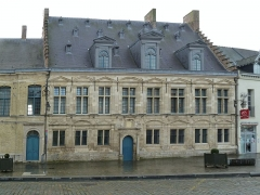 La Mairie, ancienne Châtellenie de Cassel - This building is indexed in the Base Mérimée, a database of architectural heritage maintained by the French Ministry of Culture, under the reference PA00107419 .