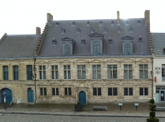 La Mairie, ancienne Châtellenie de Cassel - This building is indexed in the Base Mérimée, a database of architectural heritage maintained by the French Ministry of Culture,under the reference PA00107419 .