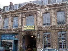 Immeuble - Français:   Cassel, Nord. Dommage pour la publicité immobilière…
