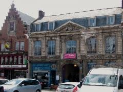 Immeuble - Français:   Immeuble 32, Grand Place  Cassel, Nord.- Nord-Pas-de-Calais