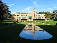 Villa Cavrois - English: Villa Cavrois south front with reflecting pool