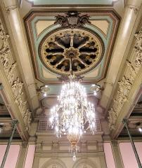 Hôtel de ville et beffroi - Le plafond de la salle des fêtes de l'hôtel de ville de Douai (Nord).