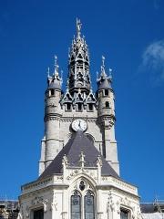 Hôtel de ville et beffroi - Français:   Le haut du beffroi de l\'hôtel de ville de Douai vu de la cour de la mairie.