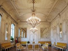 Hôtel de ville et beffroi - La salle blanche de l'hôtel de ville de Douai (Nord).