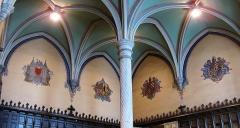 Hôtel de ville et beffroi - Plafond et décor du hall de l'hôtel de ville de Douai (Nord).