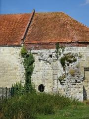 Château - Vestiges du chemin de ronde du Château d'Esnes