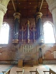 Eglise Saint-Folquin - Le mobilier liturgique carbonisé et sauvé des flammes de l'incendie en 1976 de l'Église St Folquin (Xe-XVIIe) à  Esquelbecq Nord.- France.