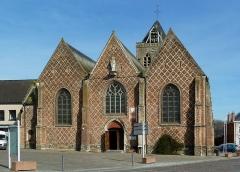 Eglise Saint-Folquin - Français:   porche de l\'église St Folquin (Xe-XVIIe) à  Esquelbecq Nord.- France.