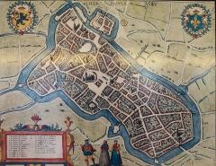 Hospice Ganthois - Plan de Lille (Nord) au XVIème siècle par Guichardin, présenté dans  l'Hospice Gantois    Lille Nord (département français).