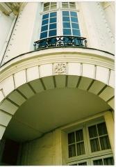 Hôtel Scrive, actuellement siège de la Direction régionale des Affaires culturelles du Nord-Pas-de-Calais -  Hôtel Scrive. La tourelle raccordant l'aile de l'horloge à l'aile de la manufacture
