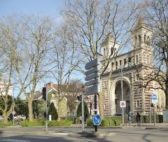 Palais Rameau -  L'entrée du Palais Rameau (1881), la maison du concierge, le jardin avec sa clôture, Square Rameau, Lille (Nord).- France