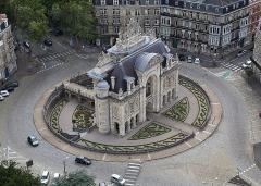 Porte de Paris - English: The Porte de Paris (Paris gate) in Lille, France, seen from the top of the belfry.