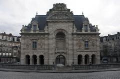 Porte de Paris -  The gate of Paris, from the Boulevard Papin