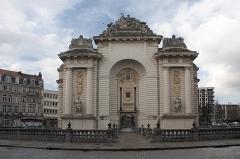 Porte de Paris - English:  The gate of Paris, from the street of Paris