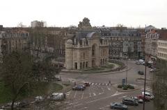 Porte de Paris - Français:   La Porte de Paris vue depuis le beffroi de Lille.