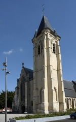 Eglise Saint-Piat - This building is indexed in the Base Mérimée, a database of architectural heritage maintained by the French Ministry of Culture, under the reference PA00107811 .