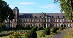 Hôpital Marguerite de Flandres - This building is indexed in the Base Mérimée, a database of architectural heritage maintained by the French Ministry of Culture,under the reference PA00107812 .