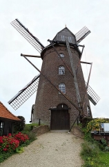 Moulin à vent dit Steen-Meulen - English: The windmill, the « Steenmeulen or St Arnould's mill » in Terdeghem, France.
