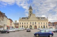 Hôtel de ville et beffroi - Français:   Aire sur la Lys  L\'hôtel de ville, le beffroi