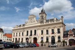 Hôtel de ville et beffroi - Français:   L\'hôtel de ville d\'Aire-sur-la-Lys (Pas-de-Calais, France).