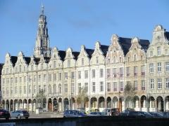 Beffroi - Beffroi (classé aux monuments historiques et au patrimoine mondial) depuis la Grand'Place, Arras, Pas-de-Calais, France