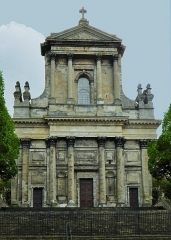 Cathédrale Notre-Dame et Saint-Vaast - This building is indexed in the Base Mérimée, a database of architectural heritage maintained by the French Ministry of Culture,under the reference PA00107964 .