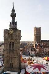 Beffroi - English: Belfry of Béthune and church Saint-Vaast during spring fair