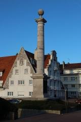 Colonne commémorative du débarquement de Louis XVIII à Calais - English: Memorial column of the landing of Louis XVIII at Calais, France