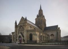 Eglise Notre-Dame - Français:   Vue diurne de l\'église Notre-Dame de Calais, Pas-de-Calais, 2016.
