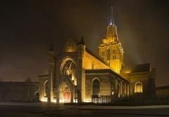 Eglise Notre-Dame - Français:   Vue nocturne de l\'église Notre-Dame de Calais, Pas-de-Calais, 2016.
