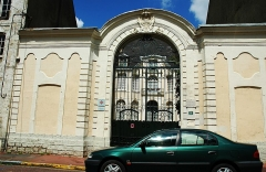 Hôtel de Songeat - This building is indexed in the Base Mérimée, a database of architectural heritage maintained by the French Ministry of Culture,under the reference PA00108311 .
