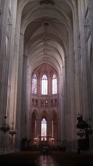 Cathédrale Saint-Pierre Saint-Paul - English: Interior of Nantes Cathedral, looking towards the nave and altar