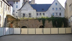Enceinte gallo-romaine (vestiges) - English:   Remnants of the Gallo-Roman wall of Nantes, in the former Couvent des Cordeliers, now the École primaire Saint-Pierre