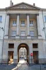 Hôtel de Montaudoin ou des Colonnes - Français:   Hôtel situé place du Maréchal-Foch (18è s.), oeuvre de Jean-Baptiste Ceineray et de Mathurin Crucy - Nantes.