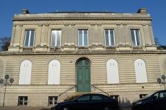 Immeuble, ancien hôtel particulier Massion - Français:   Hôtel particulier situé 2 place du Général-Mellinet, une place octogonale bordée de huit hôtels particuliers aux façades identiques avec parc à l\'arrière, construits entre 1828 à 1874.