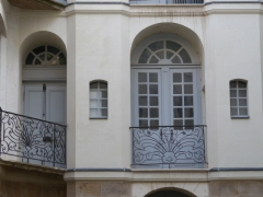 Immeuble - This building is indexed in the Base Mérimée, a database of architectural heritage maintained by the French Ministry of Culture,under the reference PA00108718 .
