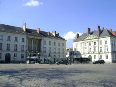 Immeuble - Français:   Hôtel de Montaudoin ou des Colonnes, place Foch, Nantes.